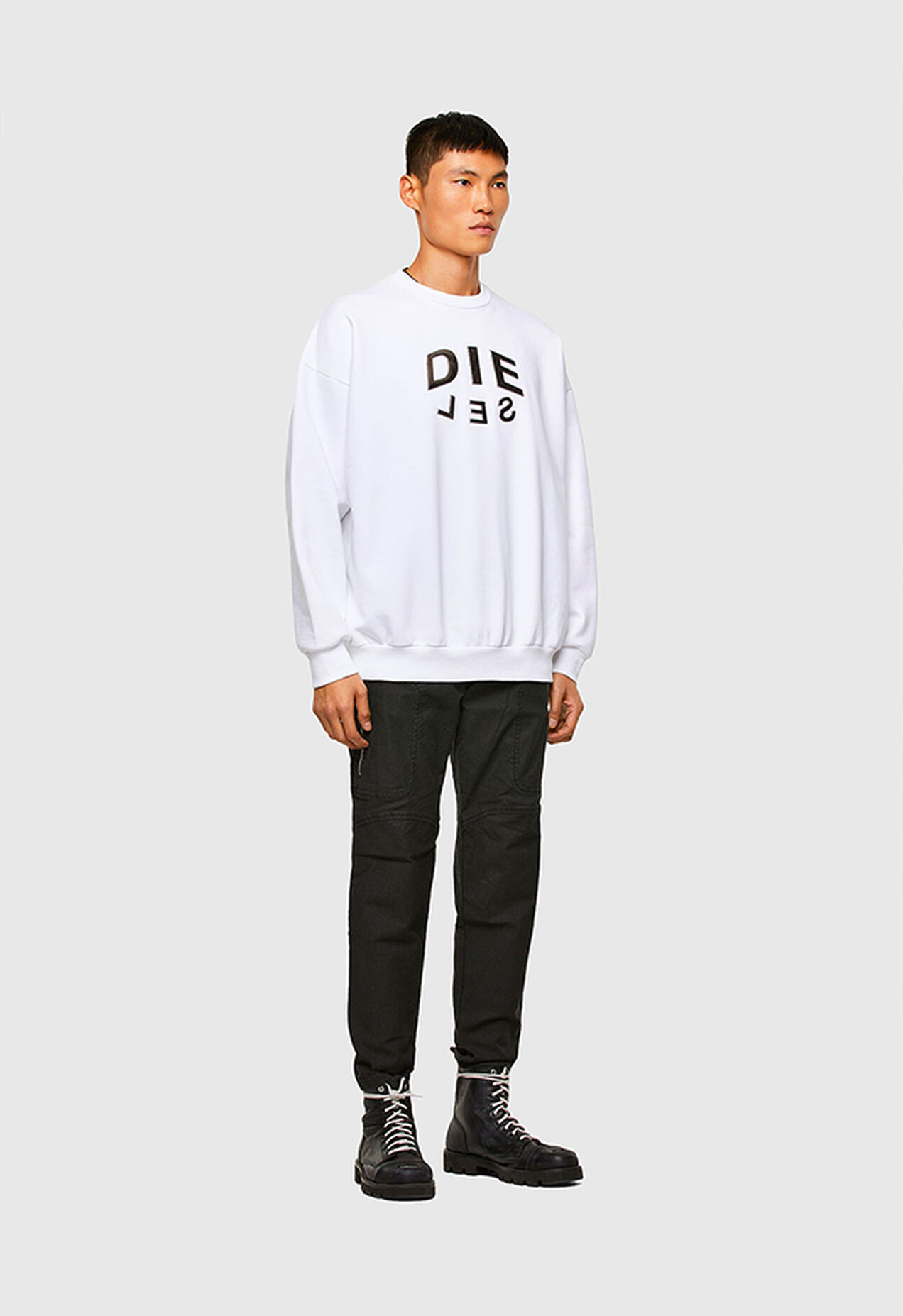 https://be.diesel.com/dw/image/v2/BBLG_PRD/on/demandware.static/-/Library-Sites-DieselMFSharedLibrary/default/dwbd218fca/CATEGORYOV/2x2_s-mart_sweatshirt_A01711_0IAEG_100_C.jpg?sw=1272&sh=1854