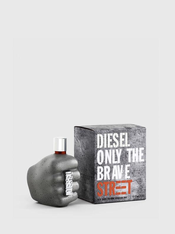 https://be.diesel.com/dw/image/v2/BBLG_PRD/on/demandware.static/-/Sites-diesel-master-catalog/default/dw9c0c42ed/images/large/PL0458_00PRO_01_O.jpg?sw=594&sh=792