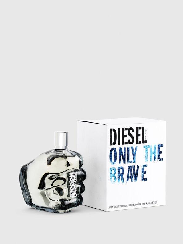 https://be.diesel.com/dw/image/v2/BBLG_PRD/on/demandware.static/-/Sites-diesel-master-catalog/default/dwa8860210/images/large/PL0305_00PRO_01_O.jpg?sw=594&sh=792